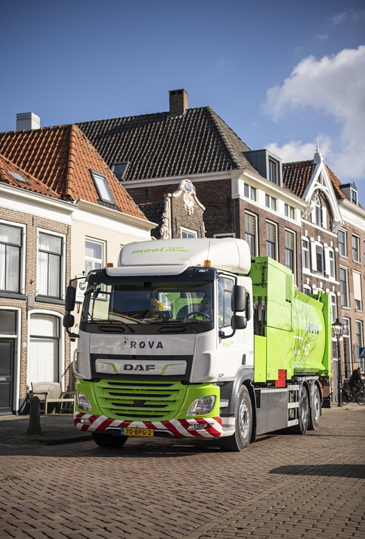 First-DAF-CF-Electric-refuse-collection-truck-delivered-to-ROVA-03